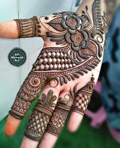 51 Impressive Diwali Mehndi Designs For Newlywed Brides Celebrating Their First Diwali Post-Nuptials Full Mehndi Designs, Khafif Mehndi Design, Indian Henna Designs, Latest Arabic Mehndi Designs, Floral Henna Designs, Latest Bridal Mehndi Designs, Stylish Mehndi Designs, Mehndi Designs For Girls, Mehndi Design Photos