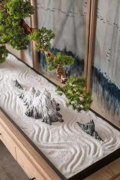 Bonsai and Zen garden all in one. Zen Garden Design, Garden Art, Landscape Design, Jardin Zen Interior, Mini Jardin Zen, Zen Interiors, Japanese Style House, Japan Garden, Bokashi