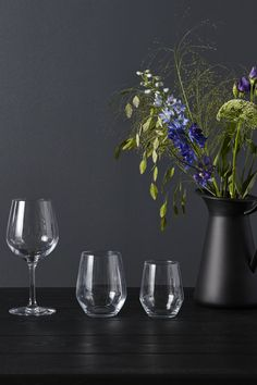 Need an easy centerpiece idea for a New Year's Eve party? Pair seasonal flowers with simple IKEA IVRIG glasses for a tablescape that's elegant and useful.