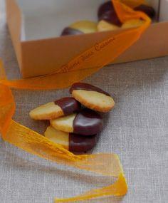 Le meilleur est pour la fin... Voici des petits biscuits savoureux et élégants, au vrai goût d'orange et au bon goût de chocolat. Plus besoin de présenter