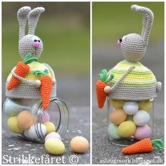 Jeg har i den sidste tid arbejdet på en påskeudgave af mine hæklede låg til glas. Det er der så kommet en skøn påske kanin ud af. Jeg har...