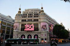 """""""Le Printemps Haussmann est un grand magasin détenu par le Groupe Printemps situé dans le 9e arrondissement de Paris et où sont distribuées les principales marques de la mode, du luxe et de la beauté. Elles sont réparties par thèmes dans les trois bâtiments du magasin (27 étages et 43 500 m2 au total). Les façades et toitures (sauf la surélévation moderne) des anciens magasins sont inscrites monuments historiques par arrêté du 15 janvier 1975.""""  fr.wikipedia.org/wiki/Printemps_Haussmann"""