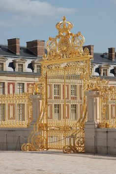 √ Golden gate from Versailles castle