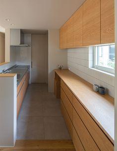 Modern Japanese Interior, Japanese Home Decor, Japanese Kitchen, Japanese House, Small Kitchen Diner, Kitchen Cupboards, Simple House, Home Kitchens, Home Goods