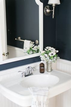 Navy & white bathroom | Image via Glitter Guide