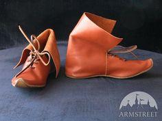Stivale dell'alto medioevo con lacci http://armstreetitaly.com/negozio/calzature/stivale-dellalto-medioevo-con-lacci