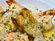 #Alcachofas en salsa verde con jamón y gambas, una #receta elaborada con #ProductosFrescos que os proponemos para hoy.