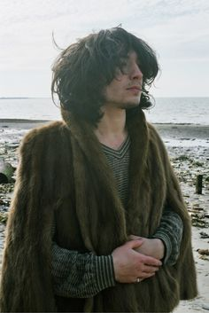 Ezra Miller wearing a fur coat. Ezra Miller, Beautiful Person, Beautiful People, Pineapple Under The Sea, Bae, Sirius Black, Attractive People, Fur Fashion, Fantastic Beasts