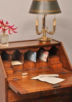 Antieke bureaus / secretaire