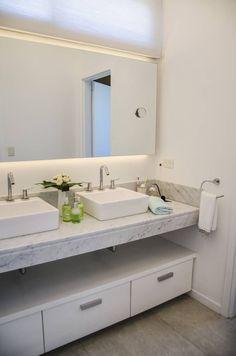 Moderna integridad: Baños de estilo Moderno por Parrado Arquitectura