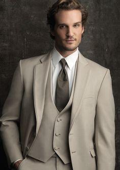 #GroomsmenTuxedo, #tuxedo, #wedding #cremetuxedo