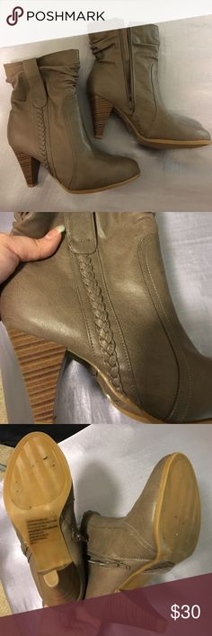 "Urban Chic Cushion Walk Booties Size 8 These Urban Chic Cushion Walk booties are a size 8 from Avon. The heel is 3"" and has a faux wood look. They have a scrunched look with a braid down one side. These boots have a side zipper with a comfortable cushioned insole. Avon Shoes Heeled Boots"