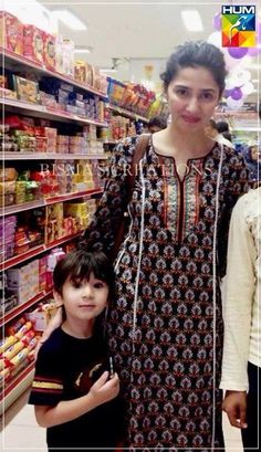 Mahira khan with her son