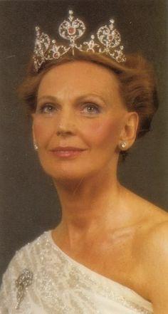MARIANNE BERNARDOTTE TIA DEL REY DE SUECIA Y DE LA REINA DE DINAMARCA La tiara recibe su nombre de la persona que regaló a la princesa Margarita de Connaught - su tío, el rey Eduardo VII de Gran Bretaña - cuando se casó con el príncipe heredero Gustavo Adolfo de Suecia en 1905 en el castillo de Winds