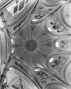 Interieur koepelkerk Lierop. Vieringtoren.