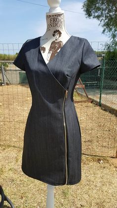 Here I am again with a new version of the dress citrine! Directed while raw jeans, I added, compared to my first … Source by valenzyla Denim And Lace, Make Your Own Clothes, Denim Crafts, American Girl Clothes, Couture Sewing, Recycled Denim, Business Dresses, African Dress, Sewing Clothes