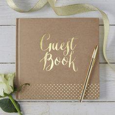 Dit leuke gastenboekuit de Kraft Perfection collectiepast perfect bij bruiloften met eenkraftthema! Op de voorkant staat in gouden letters 'Guest Book' gedrukt. Formaat: 20,5 cm x…