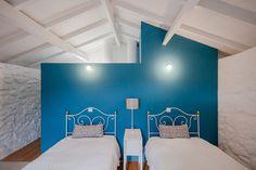 Decoração de casa pequena com paredes de pedra,decoração do quarto com parede branca, parede de pedra branca, decoração clean, parede azul.