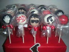 The best cake pop designs Michael Jackson Party, Mj Kids, Cake Pop Designs, 10th Birthday Parties, Birthday Ideas, Jackson Family, Party Items, Thing 1, Cake Pops
