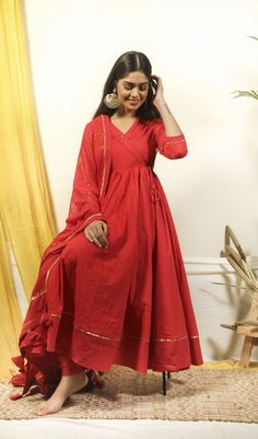 Dress Indian Style, Indian Fashion Dresses, Indian Gowns, Indian Designer Outfits, Stylish Dress Designs, Designs For Dresses, Indian Wedding Outfits, Indian Outfits, Pakistani Outfits