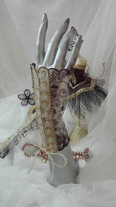 Carnal à Venise, mitaines de dentelle lie de vin, bordeaux et or, pour mariage, cérémonies, soirée, by AMD A