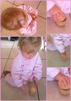 Une des 1ères activités de motricité fine Montessori : le coquetier