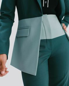 Argent is changing the rules of women's workwear with smart, versatile, vibrant suits and separates that refuse to compromise on quality, or personality. Suit Fashion, Look Fashion, High Fashion, Fashion Dresses, Womens Fashion, Fashion Design, Business Outfits, Business Attire, Blazers For Women