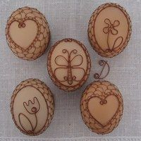 these would make incredible holders for painted rocks!Inspiration only! Egg Shell Art, Carved Eggs, Egg Tree, Egg Decorating, Wire Art, Stone Art, Rock Art, Painted Rocks, Wire Wrapping