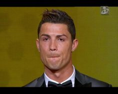 Bis na Bola de Ouro para Cristiano Ronaldo.   Avançado português foi considerado o melhor futebolista do mundo, tal como em 2008