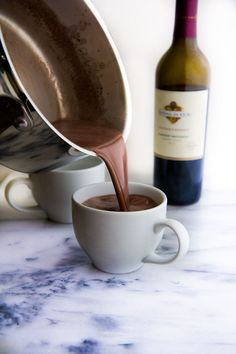 """Recipe: """"Red wine hot chocolate"""" is everything we .- Recipe: """"Red wine hot chocolate"""" is all we need this winter! Party Drinks, Fun Drinks, Yummy Drinks, Red Wine Drinks, Alcoholic Beverages, Chocolate Alcoholic Drinks, Drinks Alcohol, Vino Y Chocolate, Hot Chocolate Recipes"""