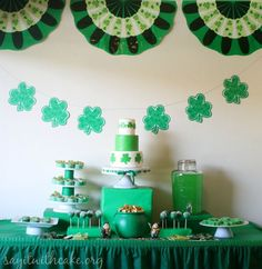 St. Patrick�s Day Party! | www.sayitwithcake.org | #stpaddysday #green