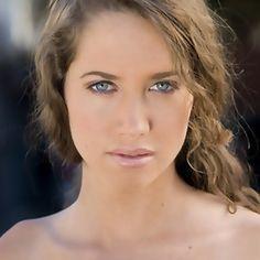Maiara Walsh as Nisha
