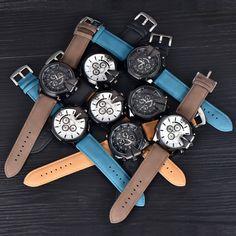 $550.00 (Buy here: https://alitems.com/g/1e8d114494ebda23ff8b16525dc3e8/?i=5&ulp=https%3A%2F%2Fwww.aliexpress.com%2Fitem%2F100pcs-lot-Wholesale-Gold-Watches-Mens-Leather-Large-Golden-Quartz-Wristwatch-16-Colors-Montres-de-Marque%2F32769684463.html ) 100pcs/lot Wholesale Gold Watches Mens Leather Large Golden Quartz Wristwatch 16 Colors Montres de Marque de Luxe Vintage Watch for just $550.00