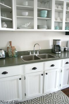 DIY Faux Granite Countertops -- with Spray Paint! -- Nest of Bliss on Remodelaholic.com #spraypaint #diycountertops