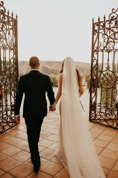 Dress & Veil: Galia Lahav Bride: Lauren Rote Youash Photography: Jordan Voth Source by jessicamoll Wedding Veils, Bridal Wedding Dresses, Bush Wedding, A Line Bridal Gowns, Wedding Mood Board, Wedding Photo Inspiration, Elegant Wedding Dress, Wedding Pictures, Dream Wedding