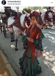 @inmacebreiro Spanish Style Weddings, Spanish Style Decor, Mexican Fashion, Spanish Fashion, High Fashion Looks, Fashion Line, Spanish Heritage, Fiesta Outfit, Spanish Girls