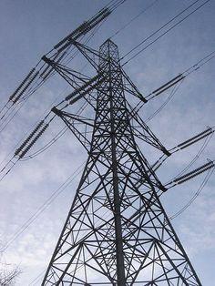 Electricity pylon near Colliers Wood tube station, London. Credit: Wikimedia Commons.