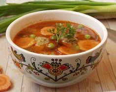 Finom leves zsenge zöldségekkel, májkrémből készült gombócokkal Thai Red Curry, Soup, Ethnic Recipes, Soups