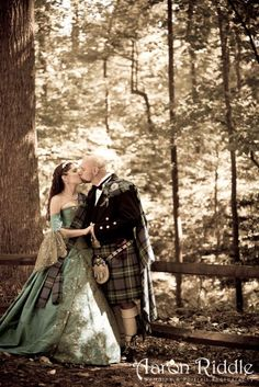 Definitely like the plaid over the shoulder like this for the groom, and what a beautiful way of pinning the plaid on the bride!