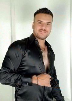 i realy love this man and shirt too. Stylish Mens Outfits, Male Outfits, Body Building Men, Satin Shirt, Herren Outfit, Men In Uniform, Sexy Shirts, Leather Dresses, Guy Pictures