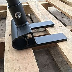 Simple, easy to use product for skid/pallet dis-assembly.