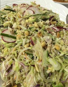 Salada de repolho, com rabanetes, pepino, abacates regado com molho thai, www.carlafalconi.com.br