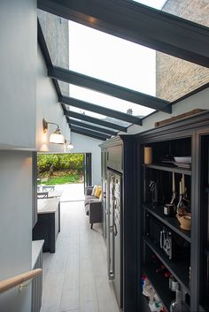Build Team, a professional construction company in London, offers solutions with great architectural design to increase the space in your home. Visit our gallery for Side Return Extensions and learn more about modern house designs. Kitchen Extension Side Return, Side Extension, Glass Extension, Wraparound Extension, Single Storey Extension, House Extension Design, Extension Designs, Extension Ideas, Victorian Terrace House