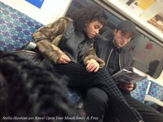 NEW OLD PIC of Robert Pattinson and FKA twigs in London. Possibly Nov 2015 pic caption - Attention new fan pic from London Our dearest friend Stella Hawkins just sent us this photo taken on the. Robert Pattinson Girlfriend, Robert Pattinson Fka Twigs, Twilight Cast, Robert Douglas, Fan Picture, Edward Cullen, Interracial Couples, Bwwm, Personal Photo