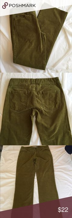 "J. Crew Corduroy Pants J. Crew Corduroy Pants in green (I cannot name the shade without making it sound unappealing). These are in excellent used condition. Size 4 Short - Inseam is 29"". Perfect for Fall. Thanks! J. Crew Pants Boot Cut & Flare"