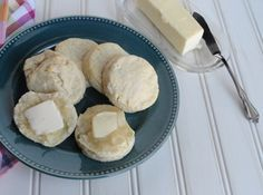 Failproof Fluffy Butter Biscuits- Sweet OR savory, these are a light delight! Try them with marmalade or some creamy sausage gravy! Fluffy Butter Biscuit Recipe, Fluffy Biscuits, Tea Biscuits, Breakfast Biscuits, Derby Recipe, Great Recipes, Favorite Recipes, Homemade Biscuits, Homemade Breads