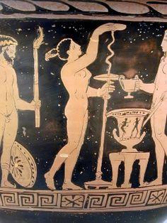 Gioco del kottabos in presenza di Dioniso. Al centro una fanciulla nuda mette in bilico sulla sommità del bastone un disco, mentre Dioniso,imberbe, nudo assiste alla scena. Fra i due, sopra uno a sgabello a tre piedi, un cratere a calice a figure nere. Alle spalle della fanciulla è un satiro nudo, con alti calzari e tenia sul capo; nella destra impugna un tirso, nella sinistra regge una fiaccola accesa. Alla sua gamba destra è appoggiato un tympanon. Museo Civico Archeologico di Bologna