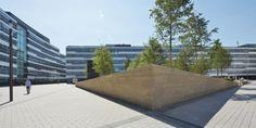 Der Berkshire Garden ist die grüne Mitte des Vodafone Campus in Düsseldorf. Street Furniture, Countryside, Sidewalk, Public, Europe, Landscape, Space, Garden, Plants