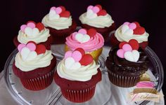(616)  Valentine's Day Cupcakes with Royal Icing Hearts
