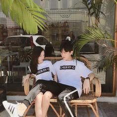 Eastern and Western attitudes about life explained in 18 simple infographics Couple Goals, Cute Couples Goals, Ulzzang Korean Girl, Ulzzang Couple, Boy And Girl Friendship, Korean Best Friends, Matching Couple Outfits, Boy And Girl Best Friends, Korean Couple